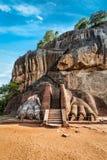 狮子在锡吉里耶岩石,斯里兰卡的爪子路 免版税图库摄影