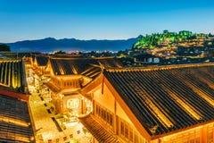 狮子山夜景在达扬古城,丽江,云南,中国 免版税库存图片