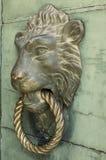 狮子敲门人 图库摄影