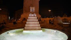 狮子的喷泉在罗马夜视图的 股票录像
