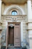 狮子的头的浅浮雕在大厦的门面的 免版税库存图片