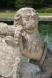 狮子的雕象在一座城堡的庭院被安装了在法国 免版税图库摄影