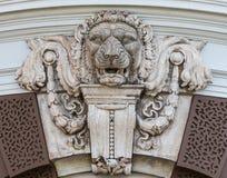 狮子的顶头雕象墙壁 免版税库存图片