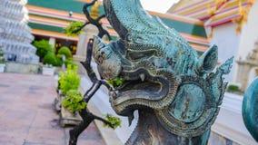 狮子监护人在, Wat Phra Chetupon Vimolmangklararm Wat Pho寺庙,泰国 免版税库存图片