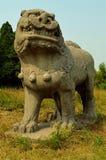 狮子石雕象-宋朝坟茔 免版税库存图片