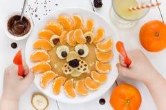 狮子薄煎饼用蜜桔 免版税库存照片