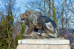 狮子雕塑在城堡小山的在格拉茨 免版税库存图片