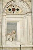 狮子雕塑,威尼斯医院 免版税库存图片