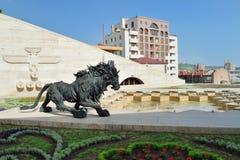 狮子雕塑,小瀑布耶烈万,亚美尼亚 免版税库存照片