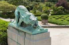 狮子雕象在布鲁塞尔植物园的  免版税库存图片