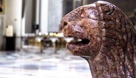 狮子雕象在意大利 免版税库存图片