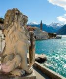 狮子雕象在Perast 图库摄影