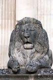狮子雕象石头 免版税库存图片