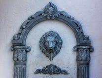 狮子雕象龙头 免版税库存照片