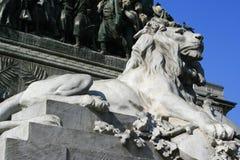 狮子雕象-广场del Duomo -米兰-意大利 免版税图库摄影