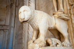 狮子雕象 免版税库存照片
