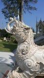 狮子顶头大象, Kodchasri 免版税图库摄影