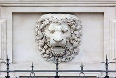 狮子顶头深浮雕 免版税图库摄影