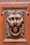 狮子顶头通道门环 免版税库存图片