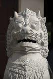 狮子顶头雕象王宫金边柬埔寨 库存照片