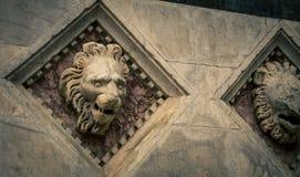 狮子顶头雕象锡耶纳 免版税库存图片
