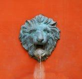 水狮子顶头雕象 免版税图库摄影