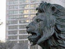 狮子头的雕象 免版税库存图片