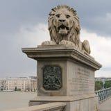 狮子Szechenyi铁锁式桥梁 库存图片