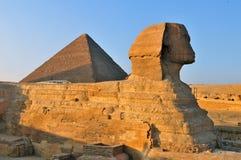 狮身人面象和伟大的金字塔,开罗 免版税库存图片