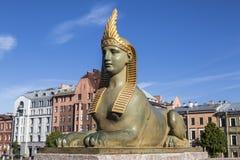 狮身人面象的雕塑在埃及桥梁附近的在Fontanka河,圣彼德堡, 库存照片