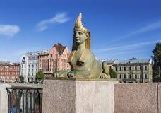 狮身人面象的雕塑在埃及桥梁附近的在Fontanka河,圣彼德堡, 库存图片