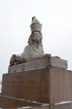 狮身人面象的雕象在内娃的银行的 库存图片