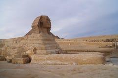 狮身人面象金字塔在埃及 免版税库存图片