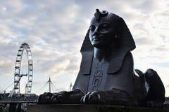 狮身人面象雕象和伦敦眼可口可乐伦敦 免版税库存图片