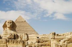 狮身人面象& Khafre金字塔-埃及 库存照片