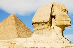 狮身人面象& Khafre金字塔-埃及 免版税库存图片