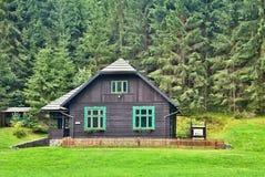猎场看手人在一个森林露天博物馆安置在Vydrovo 库存照片