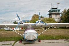 猎户星座SK-12小飞机在一点机场 库存图片