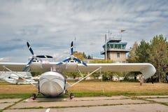猎户星座SK-12小飞机在一点机场 免版税图库摄影