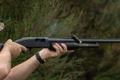 猎枪生火 免版税库存照片