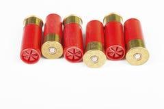 猎枪的12个测量仪红色狩猎弹药筒 免版税库存图片