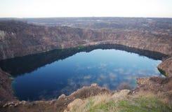 猎物的湖与云彩的反射 库存图片
