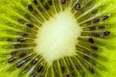 猕猴桃的心脏与种子特写镜头的在裁减 免版税库存照片