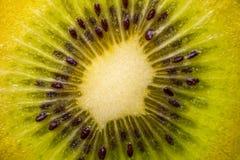 猕猴桃的心脏与种子特写镜头的在裁减 免版税图库摄影