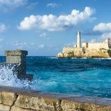 猛冲在哈瓦那和El Morro城堡  免版税库存照片
