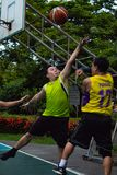 猛击亚伊, Nonthaburi,蓝球运动员菲律宾和泰国 图库摄影