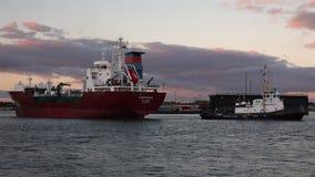 猛拉在港口附近移动LPG邮轮船Kappagas,不来梅哈芬,德国 股票录像