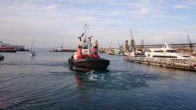 猛拉小船开普敦港口 库存照片