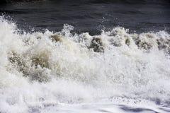 猛烈看的海波浪西班牙 免版税库存图片