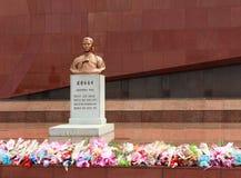 猛击在金Jong Suk坟墓  库存照片